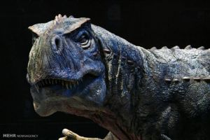 عکس: دایناسورها در میان انسان ها!