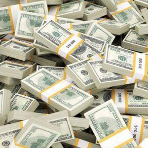 ارزش واقعی دلار در بازار کمتر از ۱۰ هزار تومان است دولت نباید میگذاشت دلار بیش از ۱۰ تومان میشد