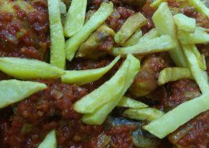خوراک مرغ با سس گوجه