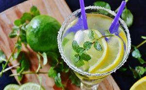 مضرات مصرف بیش از حد آب لیمو