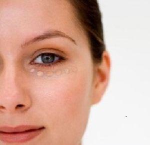 یک راه جالب برای پوشاندن سیاهی زیر چشم ها