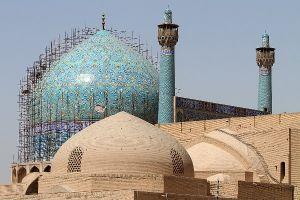 فرو ریختن کاشی های مسجد امام اصفهان