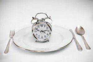 بهترین زمان خوردن صبحانه، ناهار و شام چه زمانی است؟