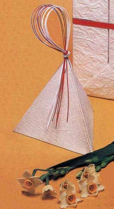 هرم مثلثی تزئینی