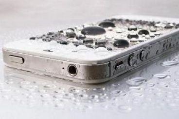 اگر موبایل تان خیس شد با این روش دوباره آن را روشن کنید