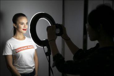 رینگ لایت چیست ؟ آموزش ساخت رینگ لایت عکاسی